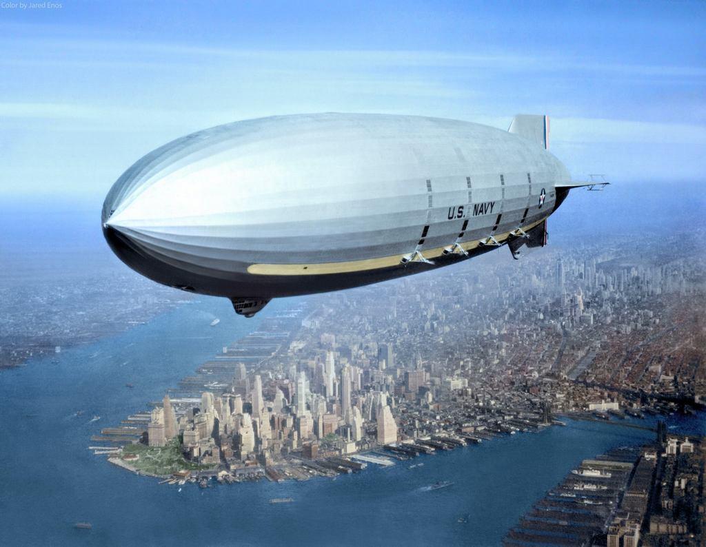 1933_uss_macon_in_flight_over_lower_new_york_city.jpg