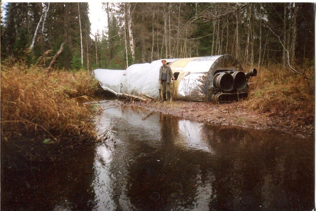 1992_lezuhant_raketafokozat_a_komi_koztarsasagban_a_pleszecki_urkozponttol_500_kilometerre_egy_erdoben.jpeg