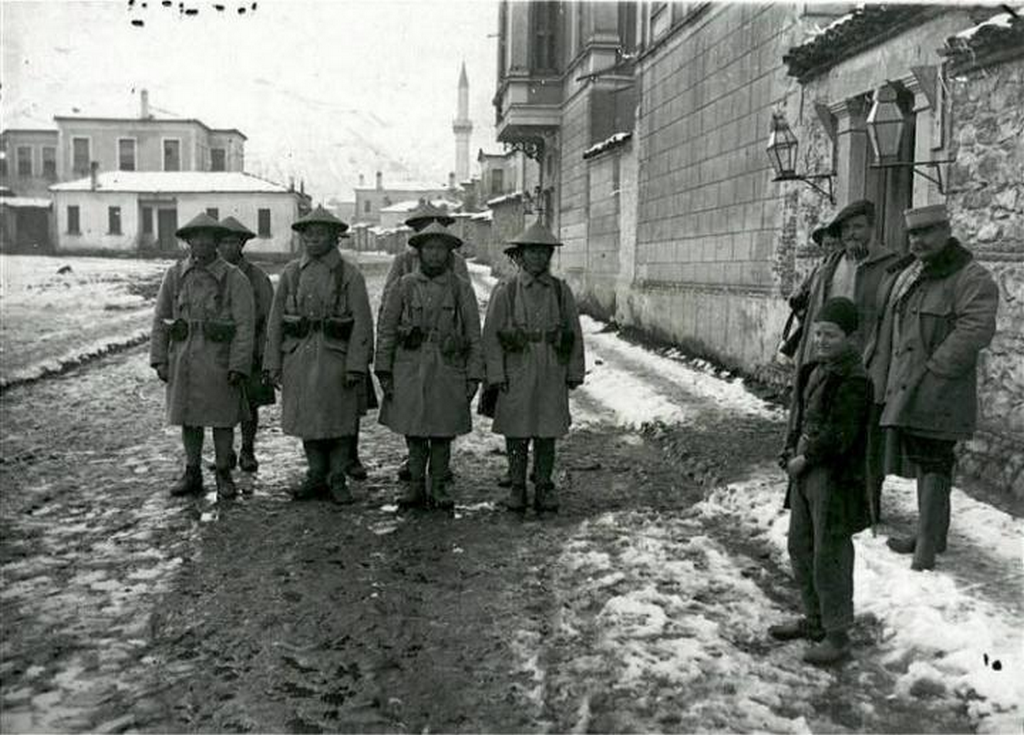1917_indochinese_soldiers_stationed_in_kor_albania_while_serving_with_the_french_army_during_the_first_world_war.png