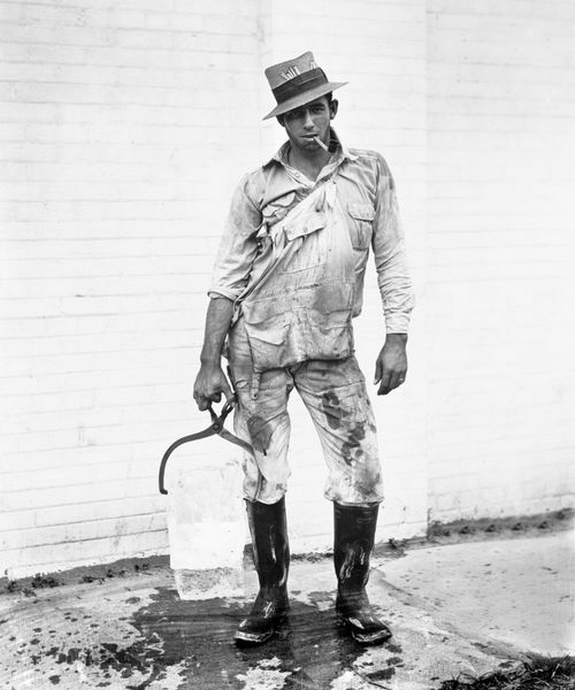 1920_ice_delivery_man_in_houston_tx.png