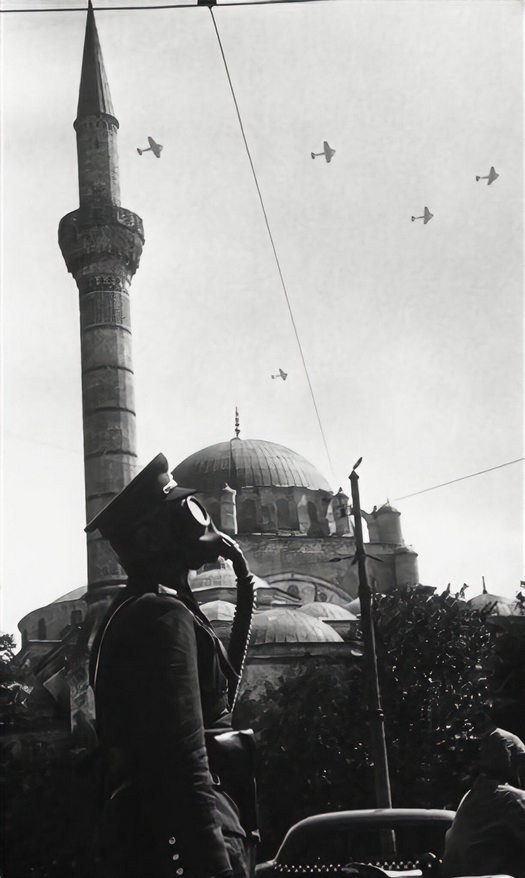 1939_a_pic_of_turkish_military_exercise_in_istanbul_against_to_danger_of_chemical_attack.jpg