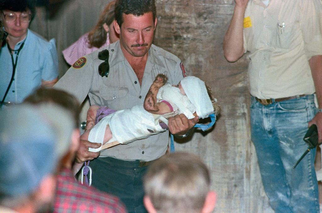 1987_18_month_old_jessica_mcclure_fell_into_an_eight_inch_diameter_well_pipe_in_her_aunt_s_backyard_in_texas_she_remained_there_for_58_hours_before_being_rescued.jpg