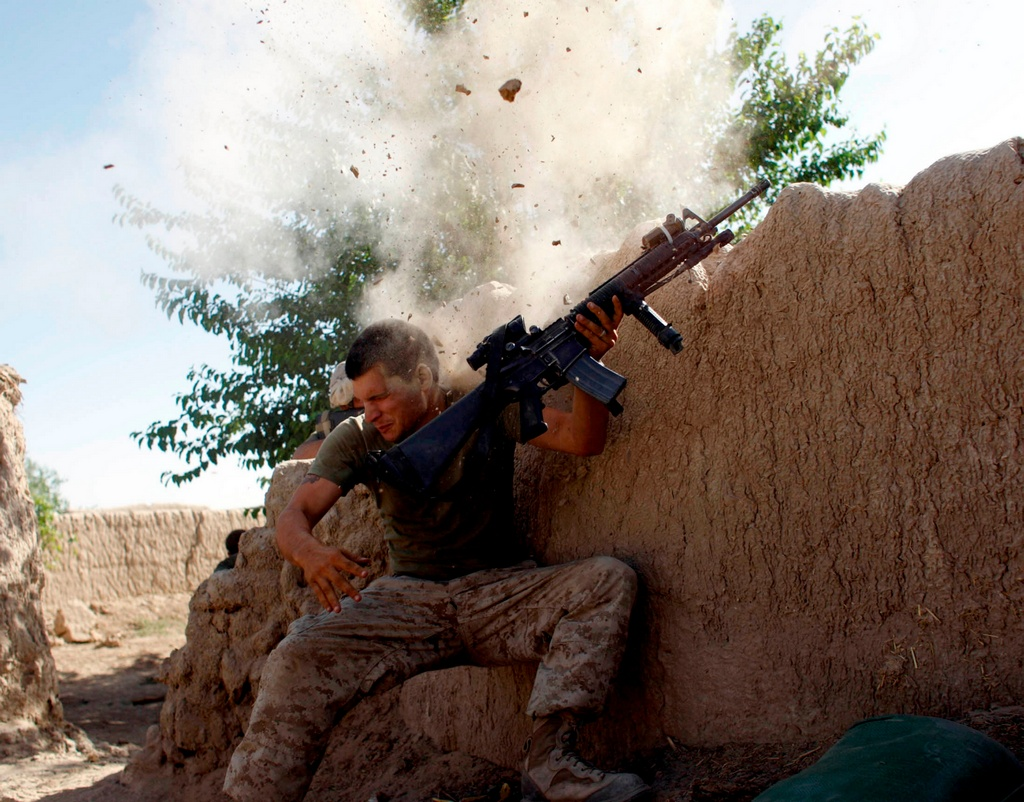 2008_u_s_marine_sergeant_william_bee_of_the_24th_marine_expeditionary_unit_after_the_taliban_came_suppressive_fire_garmser_helmand_province.jpg