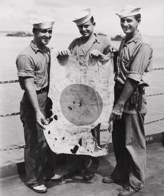 1944_us_coast_guardsmen_with_a_captured_japanese_flag_admirality_island.jpg
