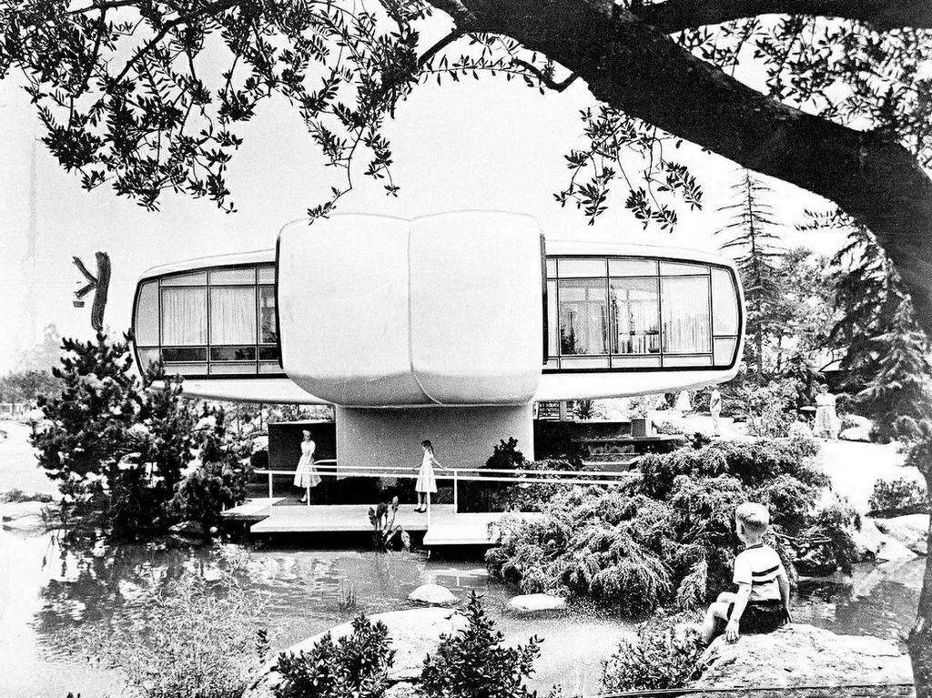 1958_tourists_at_disneyland_tour_a_plastic_house_of_the_future_built_by_monsanto_chemical_company.jpg