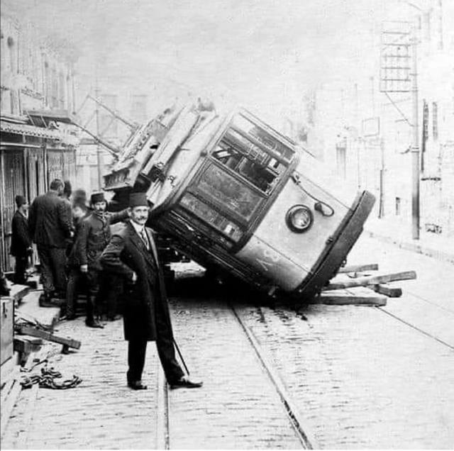 1913_man_poses_in_front_of_a_derailed_tram_istanbul.jpg