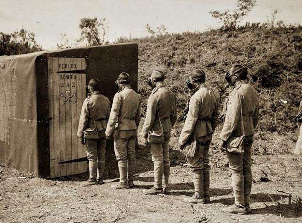 1917_portuguese_soldiers_wait_their_turn_to_test_their_physical_and_moral_resistance_under_the_effects_of_gas_in_a_sealed_practice_chamber.jpg