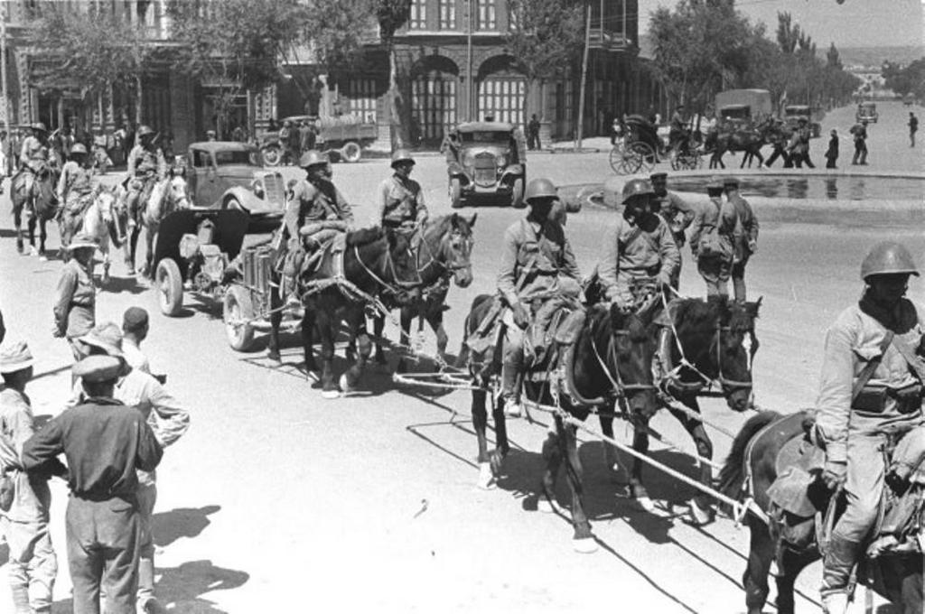 1941_a_voros_hadsereg_csapatai_az_irani_tabriz_utcain.jpeg