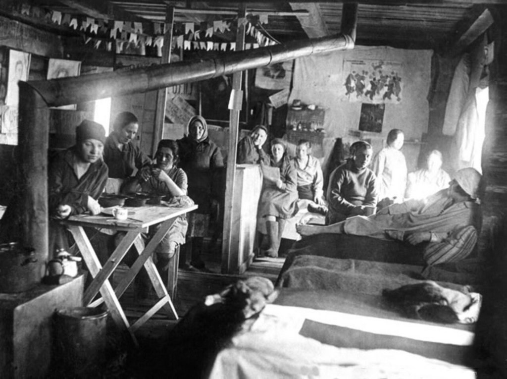 1945_szovjet_noi_gulag.jpg