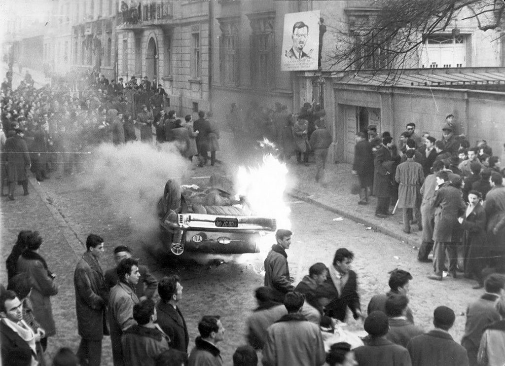 1961_belgraders_storm_the_belgian_embassy_protesting_the_murder_of_patrice_lumumba_over_80_people_were_injured_by_the_police.jpg