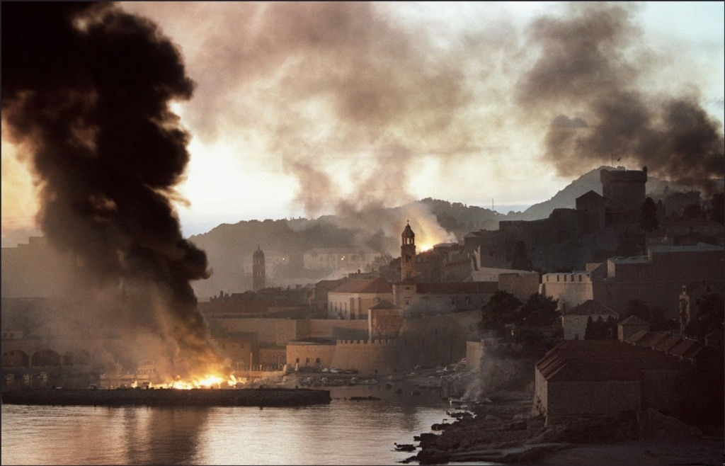1991_the_croatian_town_of_dubrovnik_burns_after_bombardment_from_the_yugoslav_navy.jpg