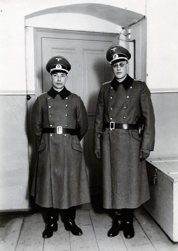 1943_dutch_prisoners_of_war_dufour_and_van_rood_failed_attempt_to_escape_dressed_as_german_wehrmacht_officers_in_prison_camp_colditz.jpg