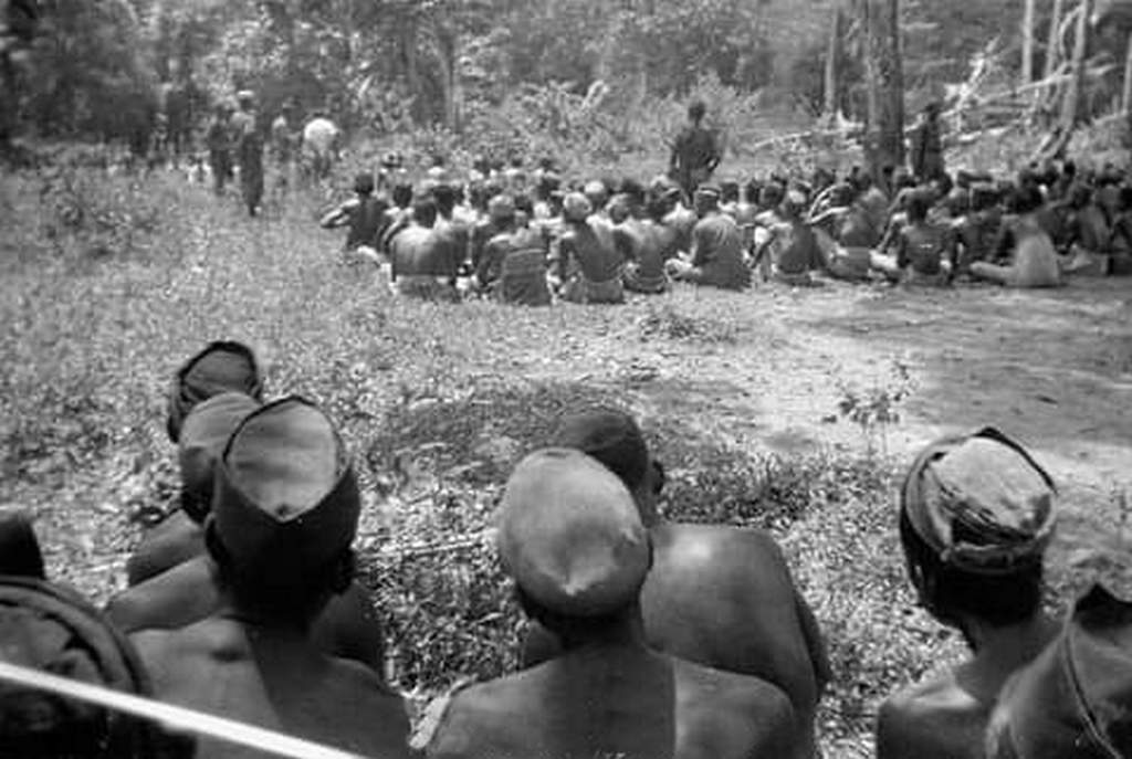 1946_picture_of_indonesian_villager_in_sulawesi_island_before_being_massacred_by_the_dutch_military_during_indonesian_national_revolution.jpg