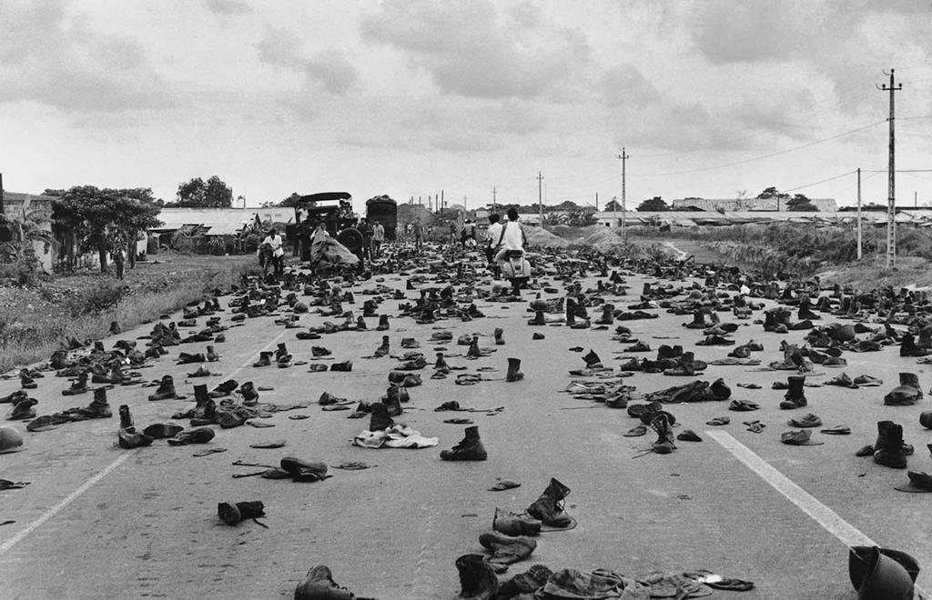 1975_south_vietnamese_soldiers_stripped_themselves_on_the_run.jpg