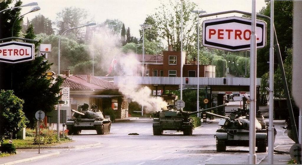 1991_a_yugoslav_tank_is_hit_by_slovene_forces_at_the_italian_border.jpg
