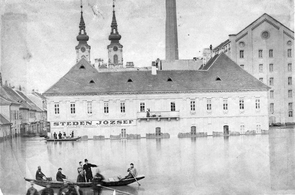 1879_arviz_vizivarosban_hatterben_a_szent_anna_plebaniateplom_lathato_cr.jpg