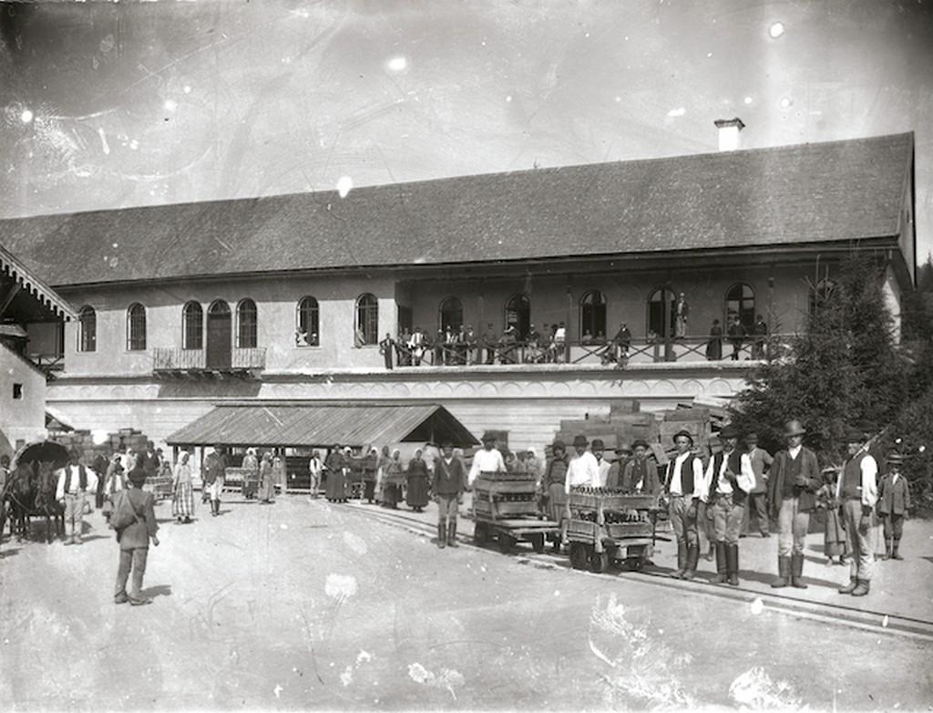 1896_borszeki_gyogyviz_szallitasa.jpg