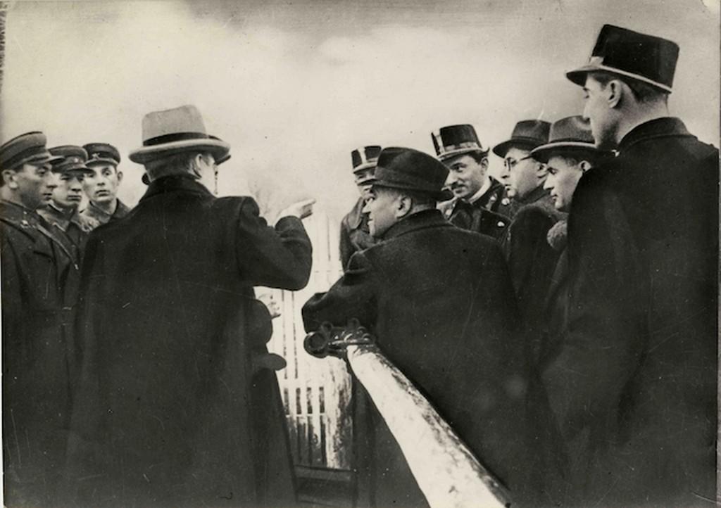 1940_rakosi_matyas_es_vas_zoltan_szabadulasuk_utan_a_szovjet-magyar_hataron.jpg