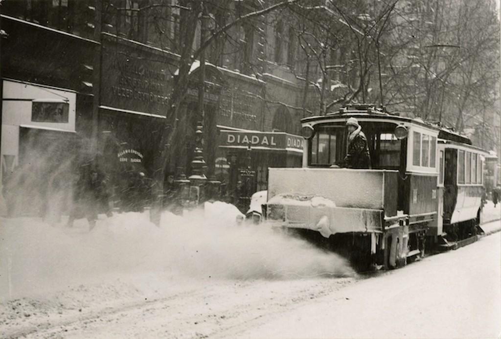 1940_villamos_hoeke_munkaban_budapesten.jpg