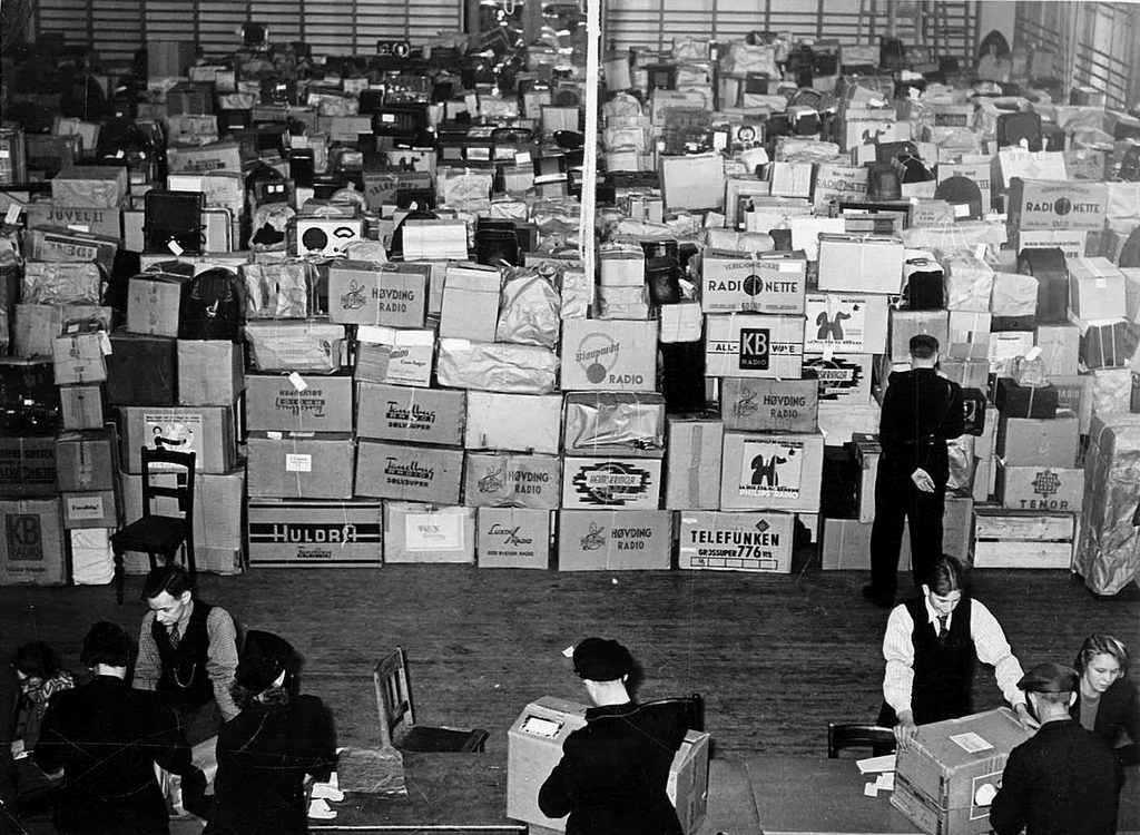 1941_over_550_thousand_confiscated_radio_receivers_at_a_warehouse_in_oslo_by_order_of_the_german_military_government_in_norway.jpg