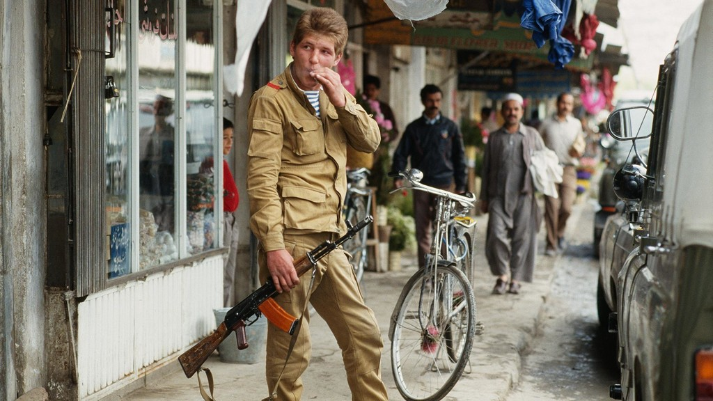 1983_a_soviet_soldier_in_kabul_during_the_soviet-afghan_war.jpg