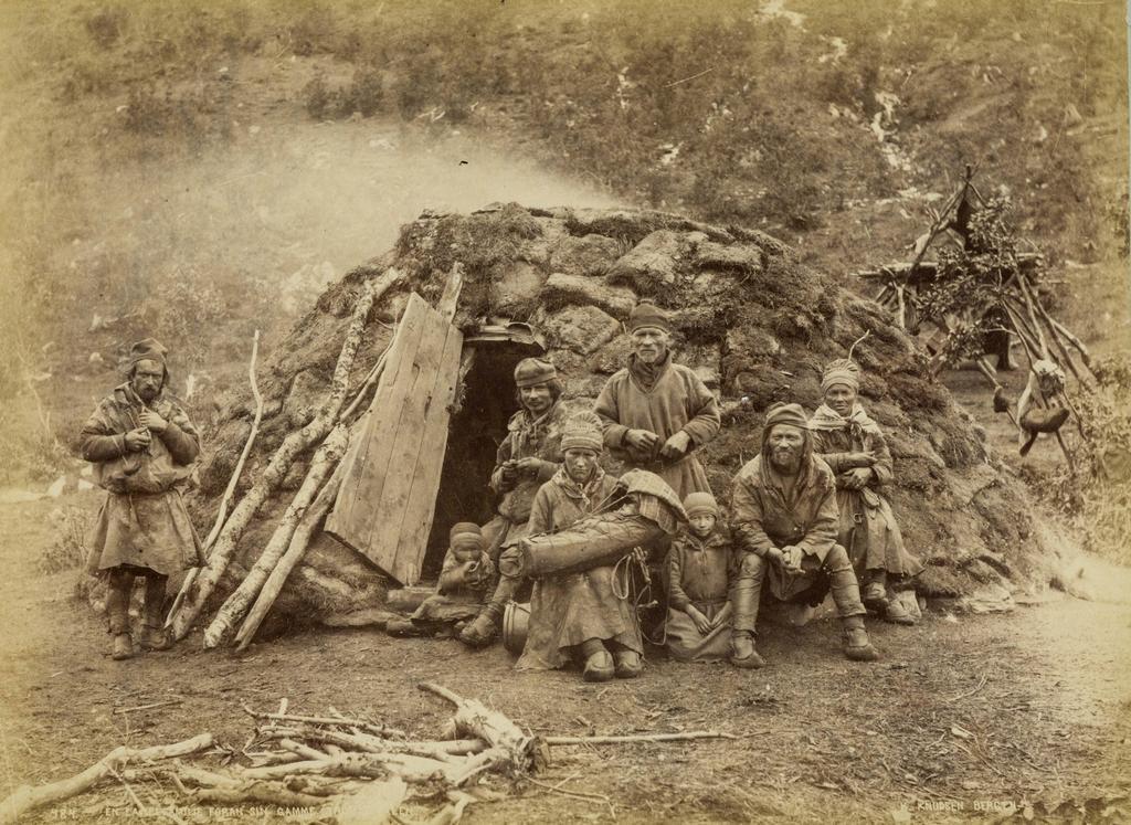 1905_sami_laplanders_family_share_a_home.jpg