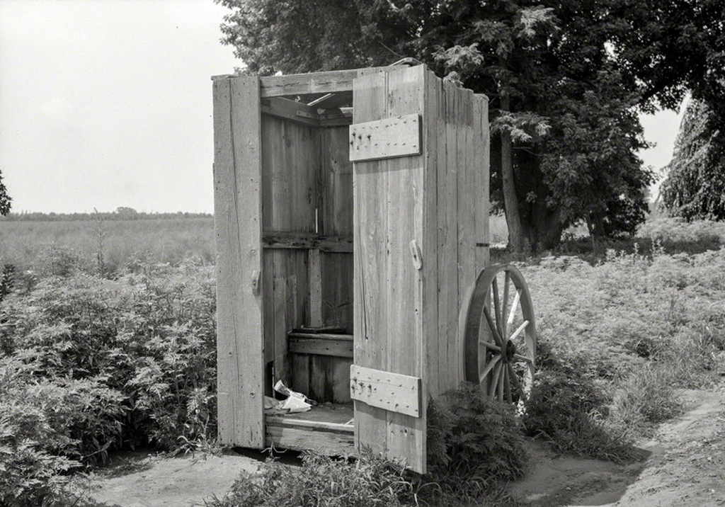 1938_wheeled_outhouse_in_great_working_o