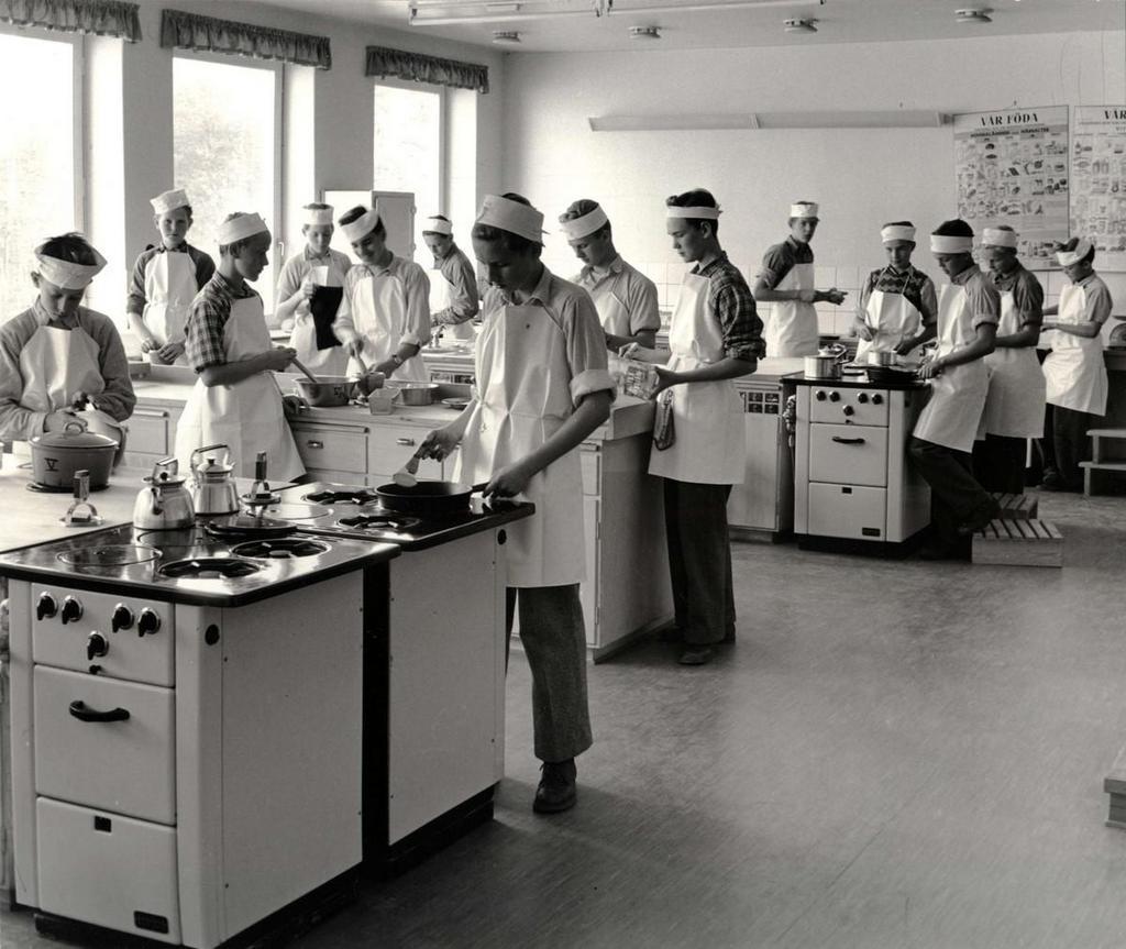 1957_boys_in_home_economics_class_swden.jpg