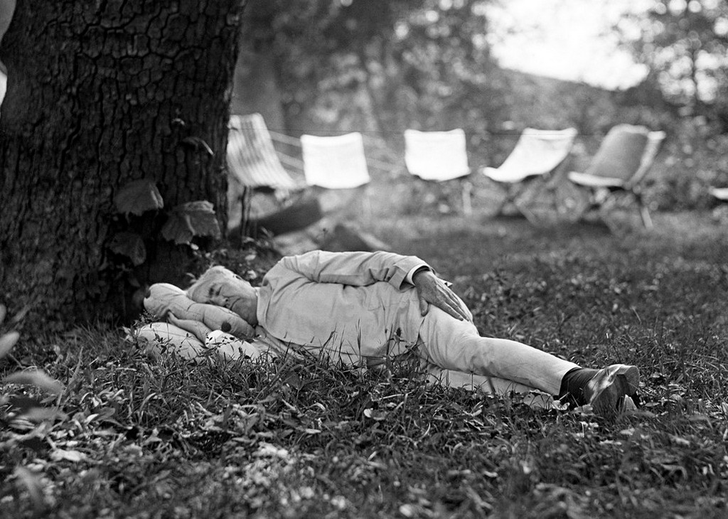 1921_thomas_edison_always_said_he_s_sleeps_only_four_hours_a_night_this_may_be_true_but_now_we_know_he_also_sleeps_during_the_day_this_photo_by_pres_harding.jpeg
