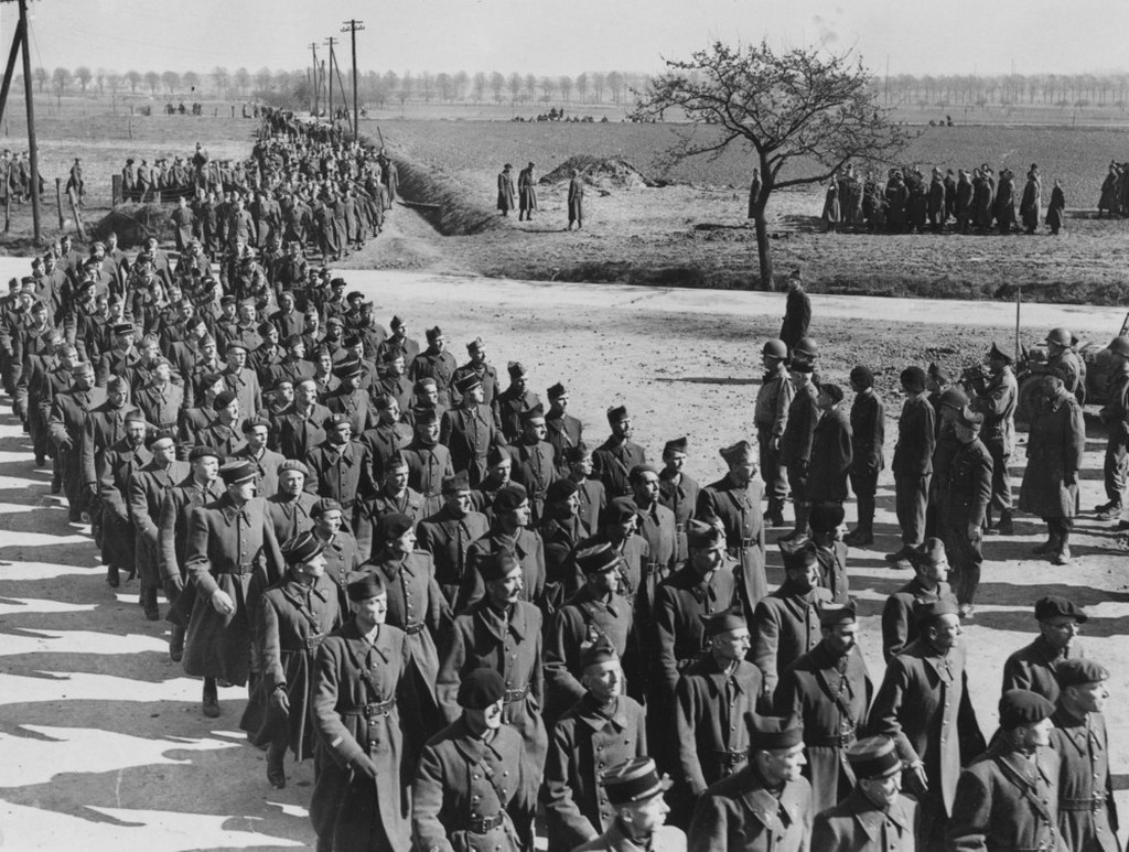 1945_aprilis_13_us_9th_army_and_the_french_commandant_take_the_salute_at_a_march-past_of_the_4_000_liberated_french_officers_they_had_been_imprisoned_for_five_years_in_a_prison_camp_at_soest.jpeg