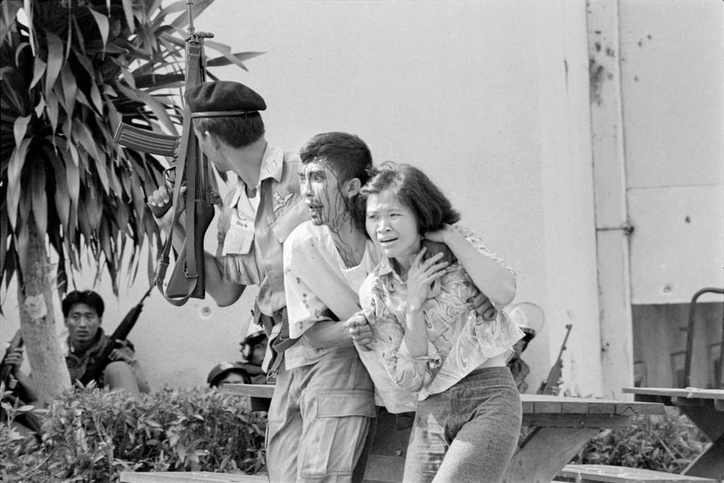 1976_kormanyellenes_megmozdulasban_letartoztatott_diaktuntetok_bangkokban_thaifoldon.jpeg