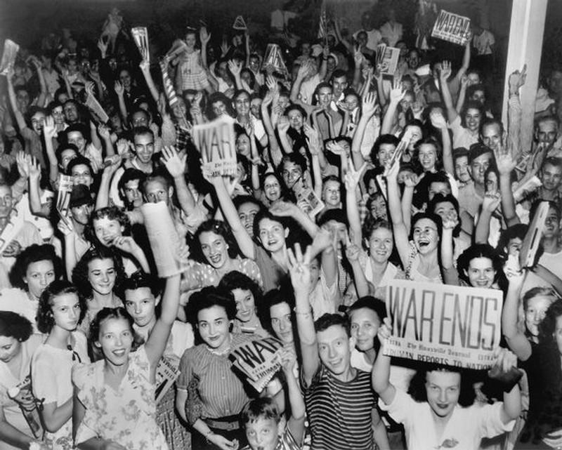 1945. Így ünnepelték a háború végét Tenesse-ben..jpg