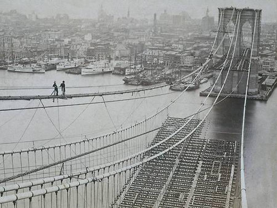 1883. New York. A Brooklyn-híd építése..jpg