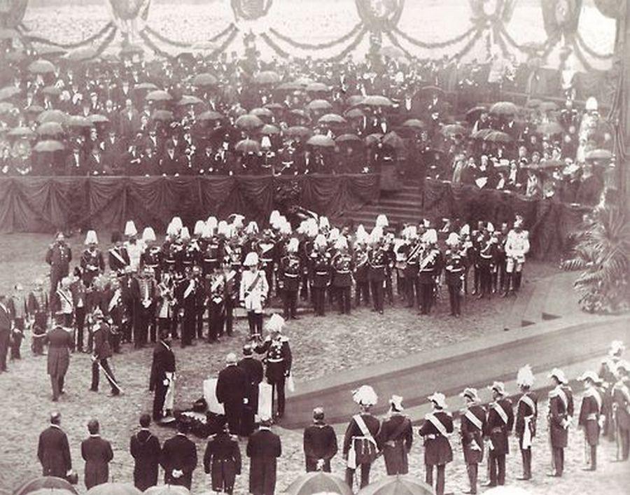 1884. Vilmos császár a Reichstag alapkőletételénél, Berlinben..jpg