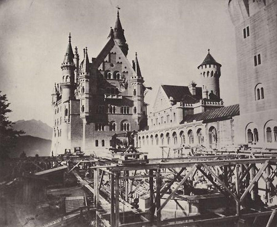 1886. A neuschwansteini kastély építése..jpg