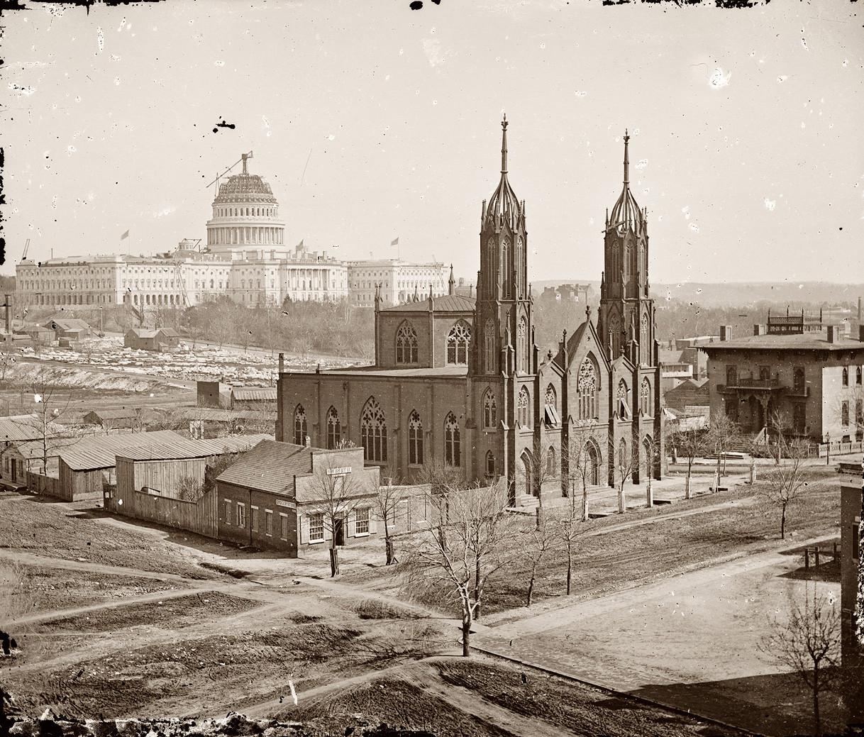 1863. A Szentháromság Episzkopális Egyház temploma háttérben az épülő kapitólium..jpg
