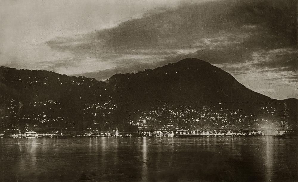 1920. Hong-Kong éjszakai látképe..jpg