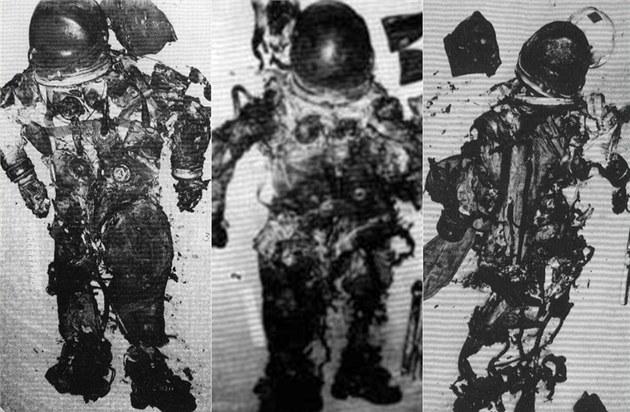 1967. Az Apollo-1 legénysége egy hónappal a tervezett start előtt egy gyakorlat során bennégett a parancsnoki modul kapszulájában. A képen az űrrüháik láthatók..jpg
