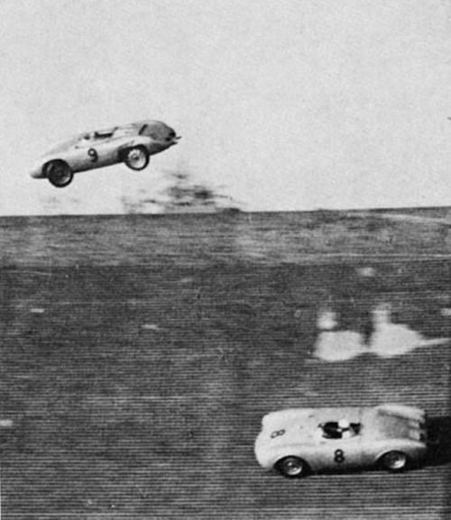 1956. Richard von Frankenberg az Avus pályán Porsche 550 Spyder-jével az ívelt betonpályáról kirepült egy versenyen. Kisebb sérülésekkel megúszta..jpg