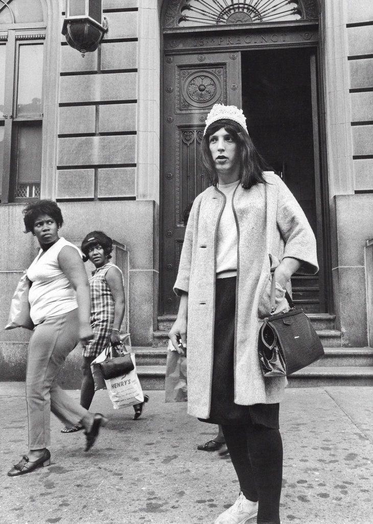 1969. A New York-i (Brooklyn) 78-as körzet nyomozója álruhában egy bevetés előtt..jpg