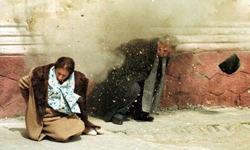 1989. Nicolae Ceausescu és felesége Elena kivégzése a romániai forradalom idején..jpg