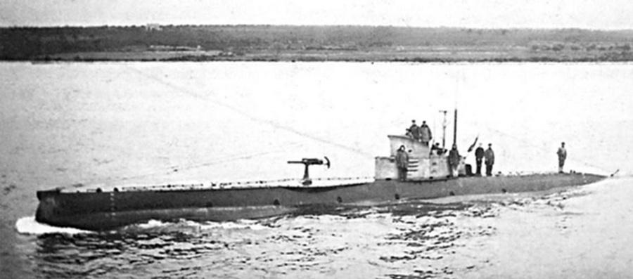 1917. SMU 23 osztrák-magyar tengeralattjáró.jpg