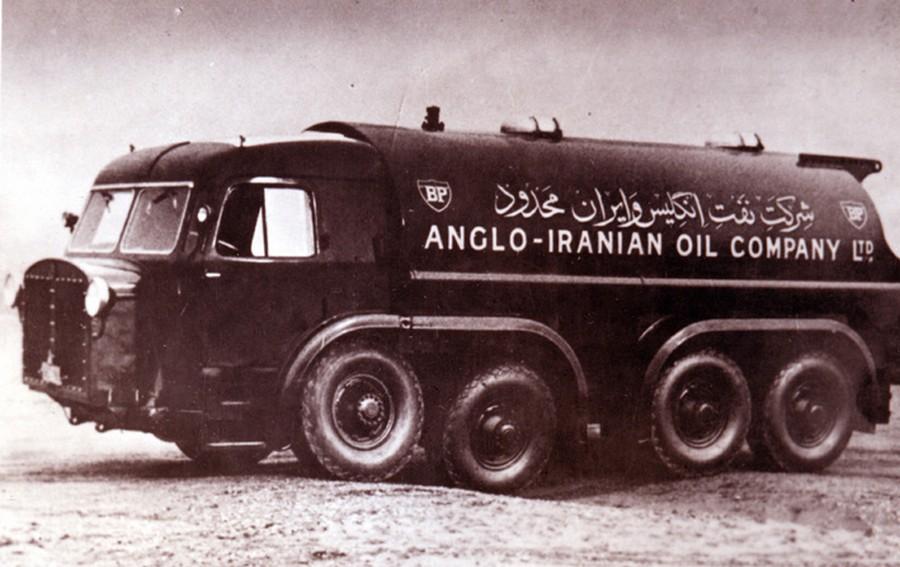 1950-es évek. Az anglo-iráni olajtársaság autója Iránban..jpg