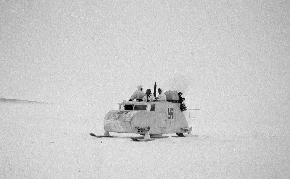 1941. Finn felségjelű propelleres hómobil a finn-szovjet határ közelében..jpg