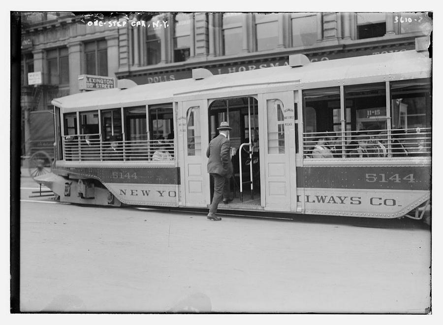 1910 körül. Alacsonypadlós villamoskocsi New Yorkban..jpg