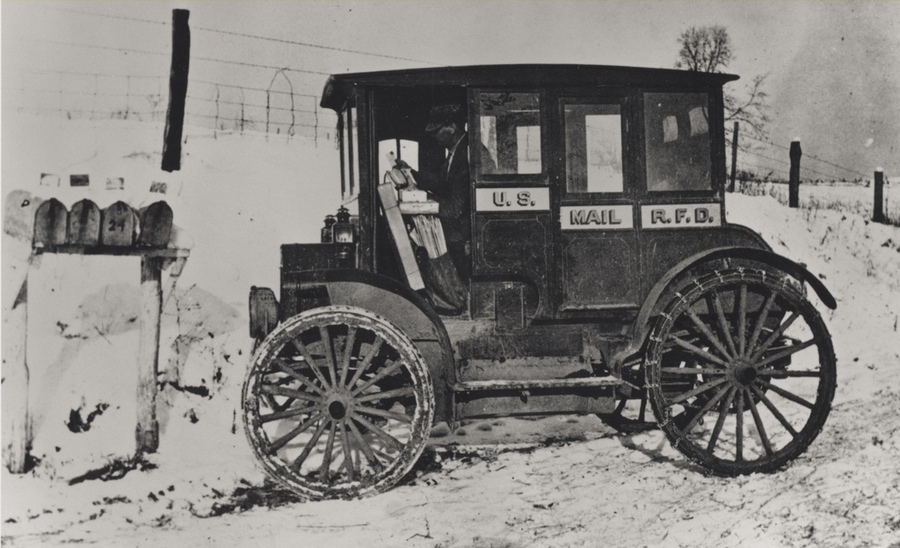 1910. Postaautó hólánccal az Egyesült Államokban..jpg