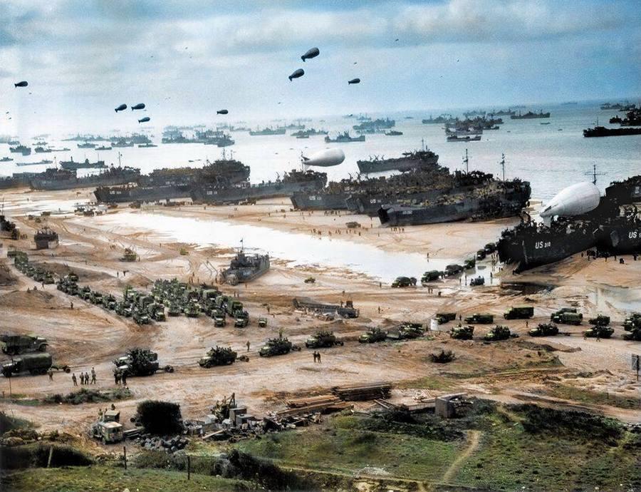 1944. június. A normandiai partraszállás másnapján. Utólag színezett felvétel..jpg