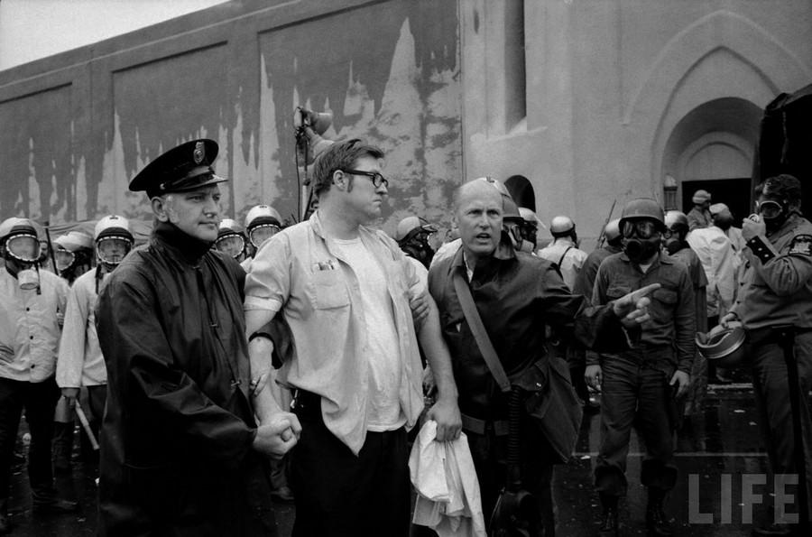 1971. Az Attica börtönlázadás. Talán a leghíresebb börtönlázadás amerikában. Kb. 2.200 elítélt, négy napra vette át a hatalmat a fegyintézet fölött. Az eset mérlege 43 halott, 33 rab, 10 polgári alkalmazott és őr..jpg
