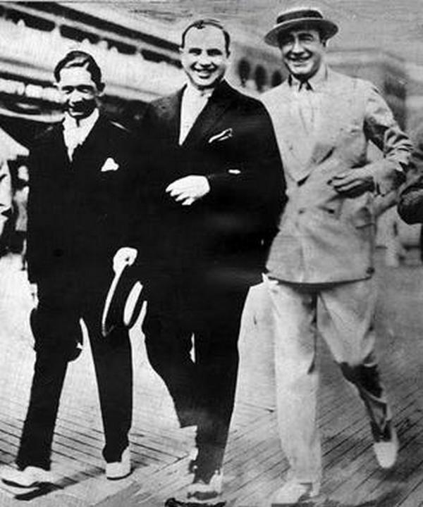 1929. Meyer Lansky, Al Capone és Enoch Johnson Atlantic City korzóján..jpg