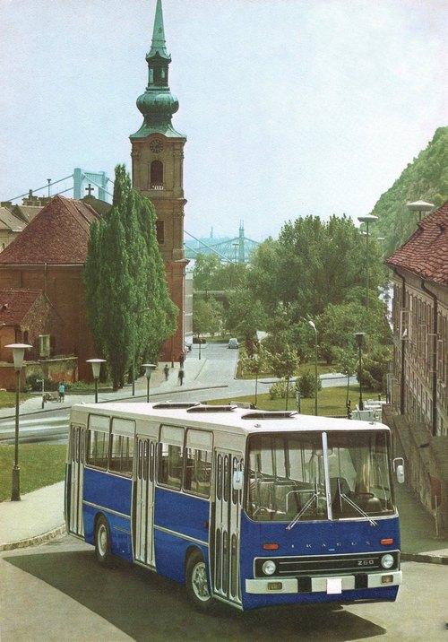 1972. Ikarus busz reklámfotója a Tabánban..jpg